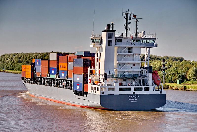 Vor allem für Feederschiffe ist die NOK-Passage vielfach mit großen Weg-, Zeit- und Kostenvorteilen verbunden